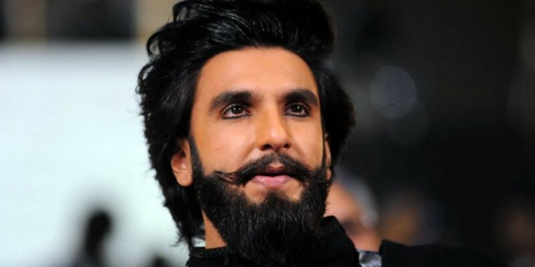 This image has an empty alt attribute; its file name is Ranveer-Singh.jpg